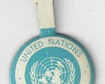 Vintage Dalo Button Co. United Nations Guided Tour Fold Over Pin Back, 1960s