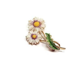 Vintage Daisy Flower Brooch Pin Gold Tone Enameled Carved Plastic Floral Jewelry Retro Womens 1970s 70s Spring Summer