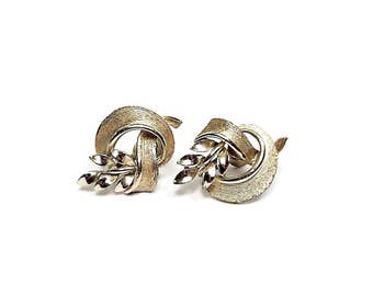 Lisner Vintage Screw Back Earrings Gold Tone Leaves Curled Knot Mid Century Womens Jewelry