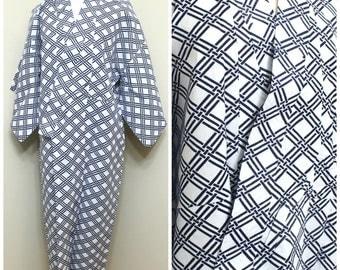 Japanese Vintage Yukata. Men's Cotton Summer Robe in Black and White (Ref: 1753)