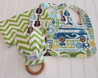 SWEET NATURALS/Organic Line/Newborn Gift Set/Two Infant Bibs, Burp Cloth & Teether/Ipanema(Organic)/Organic Fleece Back