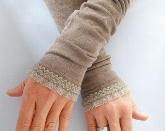 Arm warmers, fingerless gloves in light brown with velvet ruffle