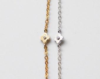 Tiny clover Bracelet