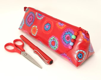 Personalized waterproof pencil case / Label with name of owner in option / Kaffe Fassett fabric designer for Rowan / Red & blue oilcloth