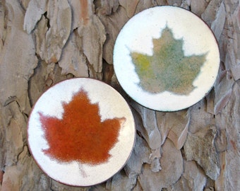 "Vintage Enameled Copper Dish - 3.5"" Red & Green Maple Leaf Coasters - Canada 150 Souvenir - Cloisonne Copper Ring Dish - His and Hers Decor"
