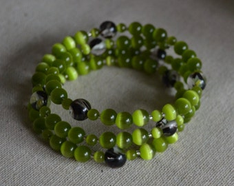 Green memory wire bracelet, glass beads bracelet, cat's eye beads bracelet, women's bracelet
