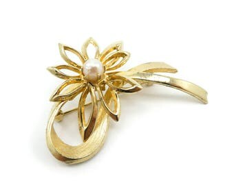 Vintage Brooks Flower Brooch, Faux Pearl, Gold Tone, Signed