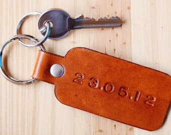 Personalized Special Date Leather Key Fob, Significant Date Couples Keychain, Leather Anniversary Date Gift Wedding Date Gift, Romantic Gift