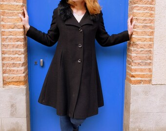 Vintage black coat,long coat, faux-fur collar, Size 40