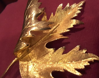"Brooch: Beautiful, Gold Toned Maple Leaf 2 1/4"" With Stem, Vintage!"