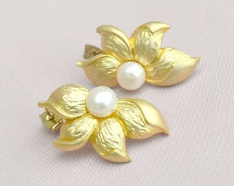Large gold flower studs, pearl studs, bridesmaids stud earrings, gold plated studs
