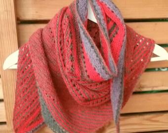 """Structured wool cloth/scarf/shawl """"Baktus""""."""