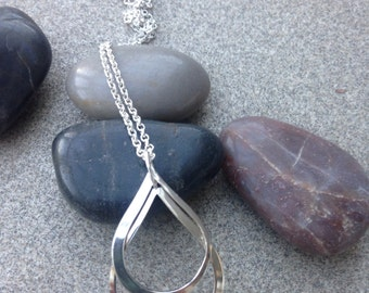 Stunning Solid Silver teardrop pendant inc. silver chain