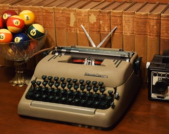 Smith Corona Super Manual Typewriter  - Made in Canada - Comes with Fresh Black Ink Ribbon - 100% Functional