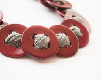 Statement necklace. Ruby red. Collier. Décolleté necklace