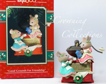 Enesco Mice Good Grounds for Friendship Treasury of Christmas Ornament 4th in Best Friends Series Coffee Grinder Karen Hahn Vintage Mouse