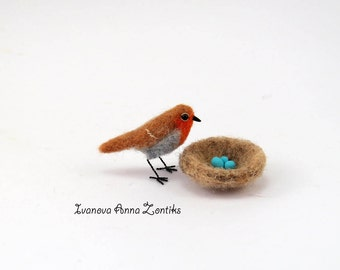 Felted robin, Felted bird,  tiny needle felted, robin miniature, natural toy, soft sculpture, bird miniature, birds for doll house