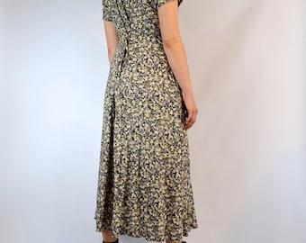 Vintage Essential 1990's Floral Dress Size Medium