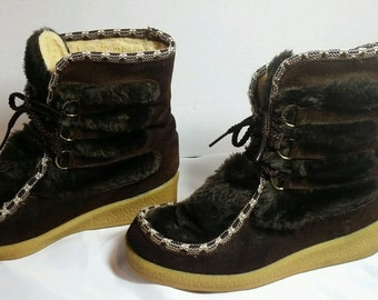 Vintage Northlanders womens size 7 Mukluk Boots Suede Leather Faux Fur 1970's Eskimo Style