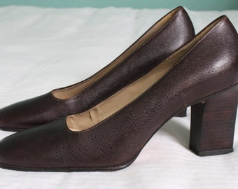 1990s brown leather pumps / 90s pebbled leather stacked heels / Enzo Angiolini shoes w squre toes and square heels