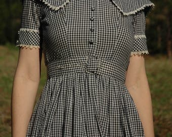 Size XXS... Vintage 1950s Gingham Dress... 50s Day Dress... Checked Gingham