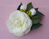 Pin up hair camellia flower in white perfect for wedding rockabilly pin up vintage 40s 50s style hairflower hair piece fascinator
