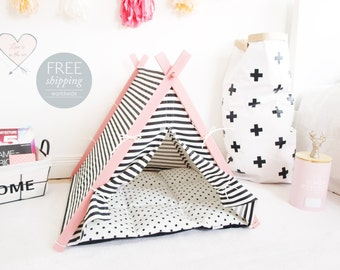 Dog house with pink frame (Medium size) Oh yes, FREE shipping!