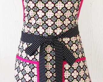 Womens Floral Apron, Retro 50s Style, Black and Pink Quatrefoil, Vintage Inspired, Bib Apron, KitschNStyle