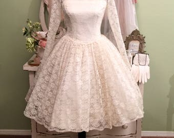 50s Wedding Dress, Short Lace Dress, Long Sleeve lace Gown, XS/S, Vintage Bridal Gown w Veil, Full Skirt Traditional Lace Wedding Dress
