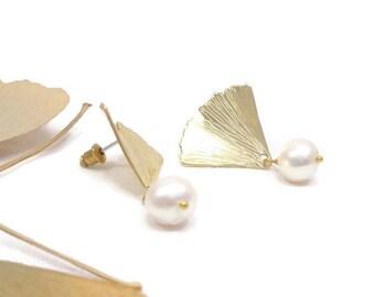 Ginkgo earrings, earrings Ginkgo Biloba Golden brass leaf and pearl culture by Revdefille