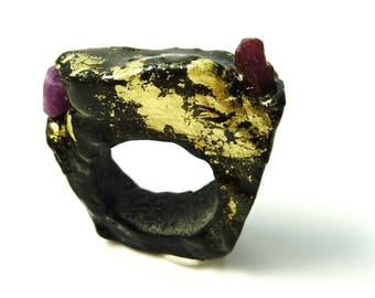Black and gold ruby resin ring- porcelain like resin ring- black minimalistic raw ruby ring-gold leaf ring-size 7 ruby ring