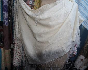 cream wool shawl REF 532