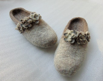 handmade slippers,wool slippers, shoes with flowers,felt wool slippers,brown, gray slippers, Women slippers,romantic,Minimalist slippers
