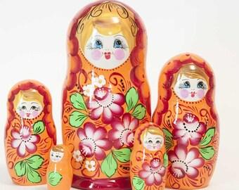 Nesting dolls Pions on Orange. Russian matryoshka doll with flowers - kod546p