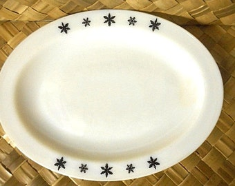 "JAJ Pyrex ""Snowflake"" Oval Platter - 1950s England"