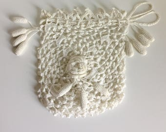 1930's White Crocheted Drawstring Wristlet Pouch Purse | Condition