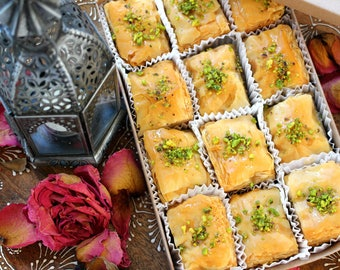 Father's Day Gift, Baklava Lovers, 12 pieces of Baklava, Walnuts, Pistachois or Cashews, Handmade, Unique Gift, Baked Pastries, Crunchy