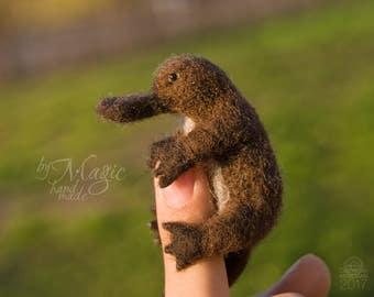 Needle felt platypus, felted toy platypus, australian animal, wool toy, gift for her, animal miniature, tiny sculpture, totem platypus