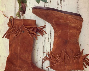 Vintage Minnetonka Moccasin Boots Suede Fringe Native Anerican Bohemian Style Size 10