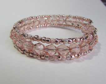 Small Ladies Memory wire bracelet in Peach/Rose Gold, Peach pink memory wire beaded wrap bracelet, Beaded Bracelet, Free Shipping!