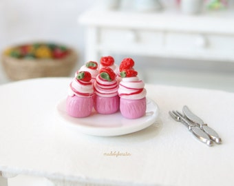 Miniature Strawberry Cupcakes, Dollhouse dessert, Miniature cake, Miniature Strawberries - Miniature Dollhouse Food, 12th scale, 1:12
