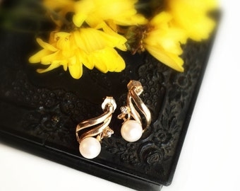 Vintage 10k Yellow Gold Cultured Pearl & Diamond Accent Stud Earrings