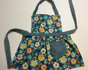 Girl Aprons, Toddlers Apron, Children's Apron, Kitchen Apron, Baking Apron, Gift for Girls