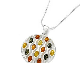 Modern shape, this multicolored amber necklace will seduce you