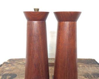 Vintage Gerantito Tre Spade Mid Century Wood Pepper Mill and Salt Shaker Set