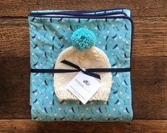 Baby Quilt in Turquoise with Navy details, handknit hat