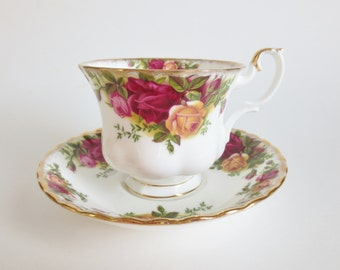 Royal Albert Old Country Roses Teacup and Saucer, Vintage Royal Albert Teacup, Bone China Made in England, Gift for Tea Lover, Tea Party