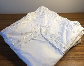 Set of 4 Square White Lace Embroidered Pillow Cases / Cushion Cases with Swan Detail. Couch Bed Pillows. Vintage Pillow Slips Nursery Decor.