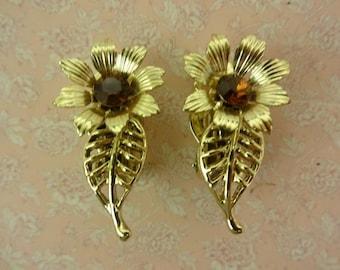 Flower Clip on Earrings, Daisy Earrings, Gold Flower Earrings, Floral Earrings