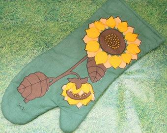 Vintage 1970s Funky Sunflower Print Oven Mitt ~ Oven Glove ~ Pot Holder
